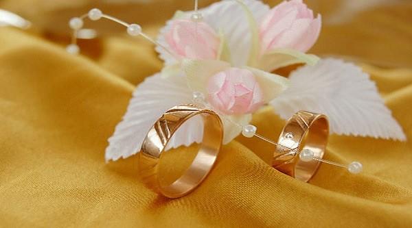 Nghĩ thực tế khi mua nhẫn cưới