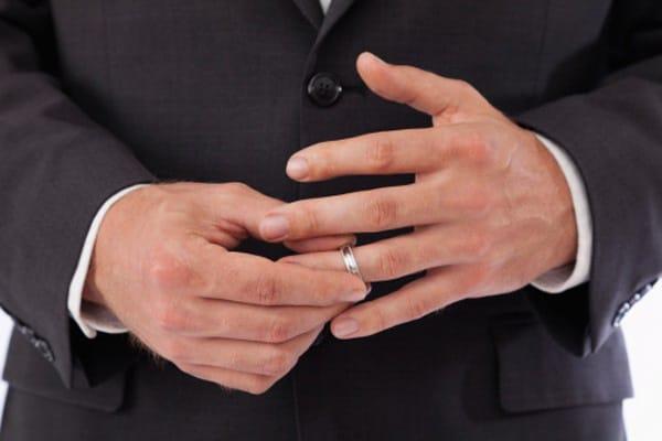 Chọn mẫu nhẫn cưới nam hợp với sở thích