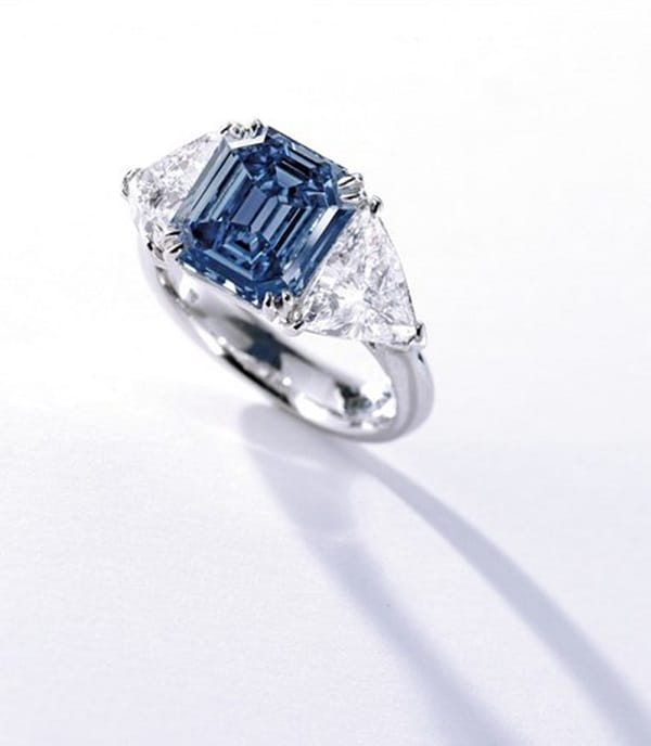 Nhẫn kim cương xanh có giá 2,5 triệu USD