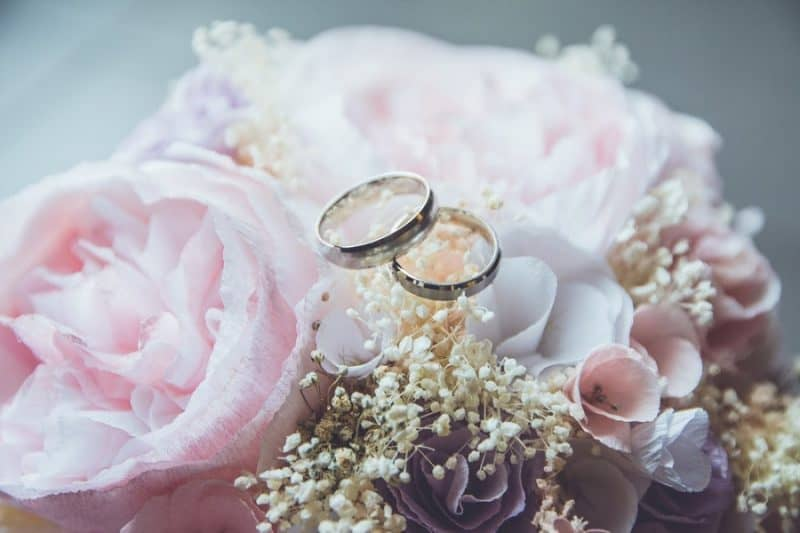 Tư vấn mua nhẫn cưới bạch kim cần lưu ý điều gì?