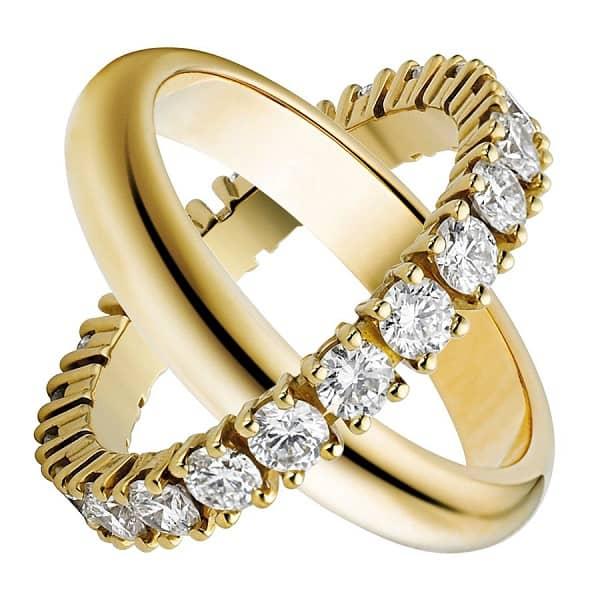 Xem giá nhẫn cưới dựa trên số chi tiết đính đá, chạm khắc